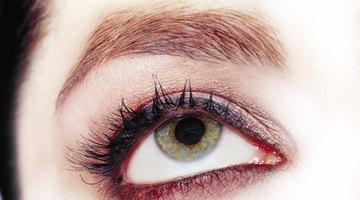 ¿Por qué la gente tiene manchas marrones en los ojos?