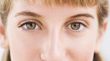 Cómo aclarar el blanco de los ojos