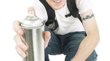 Como retirar tinta spray de tecidos