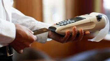 ¿Puede hacer un depósito para una cuenta corriente con una tarjeta de crédito?