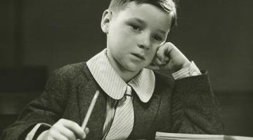 Small boys often wore a tie and a shirt with a Peter Pan collar to a British school.