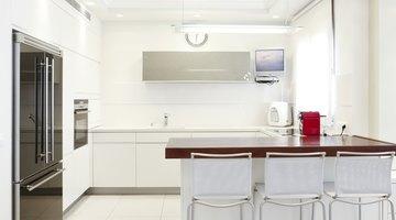 White eat-in kitchen