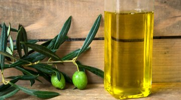 What Are the Benefits of Garlic, Lemon Water & Olive Oil?