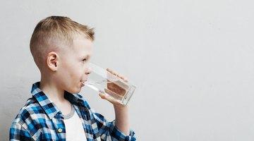 ¿Después de vomitar debo beber mucha agua?