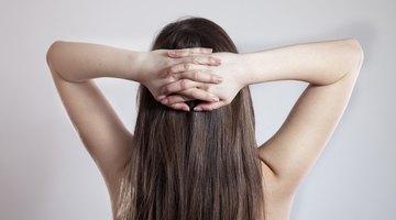 ¿Qué causa dolor de cabeza en la parte baja de atrás de la cabeza?