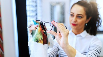 How to Use Rubbing Alcohol to Clean Lenses