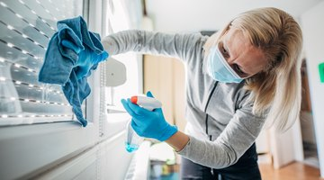 What Chemicals Are Used in Glass Cleaners?