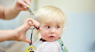 Making a hair style to cute little girl