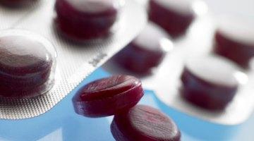 Existen varios tipos de medicamentos para aliviar el dolor de garganta.