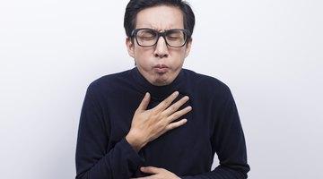 ¿Cuáles son las causas del vómito ácido y negro?