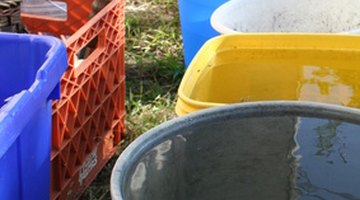 The grey bucket in the foreground shows the handle hinge.