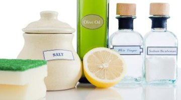 Non-toxic cleaning products including white vinegar
