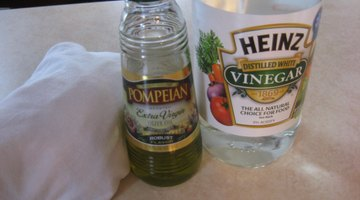 Generic white vinegar works as well as a name brand.