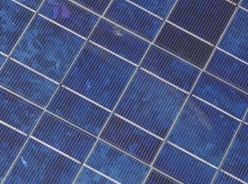 Build your own solar cell out of easily obtainable materials.