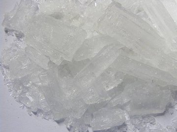 Acetate trihydrate crystals