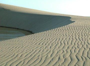 Sand is a poor retainer of heat.