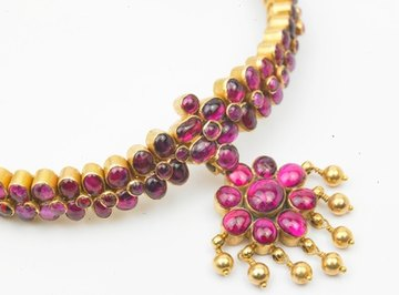 Red rubies symbolize love, passion and devotion between lovers.