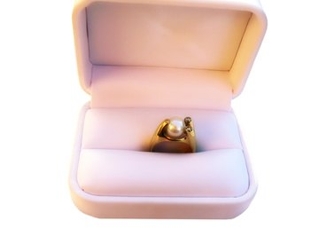 Most rings are made with 14kt or 18kt gold.