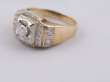 Know how to rate a diamond on quality and clarity.
