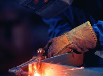 Steel hardening uses different types of flames for different processes.