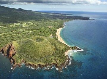 Large volcano on Hawaiian island.