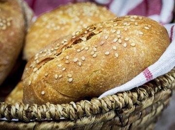 Sesame seeds on baked bread in a basket.