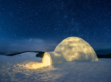 Here's why night at the north pole can last so long.