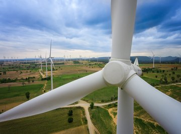 How Does Electricity Move From the Wind Turbine to the Businesses and Communities That Buy It