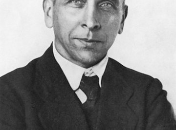 Alfred Wegener used fossil evidence to support his theory of continental drift.