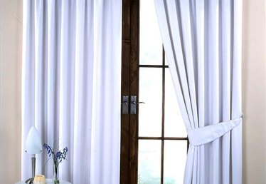 How to Clean White Curtains