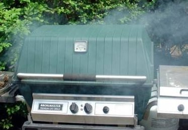How to Smoke Meat With Wood Chips on a Propane Grill