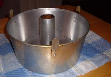 What Does a Tube Pan Look Like?