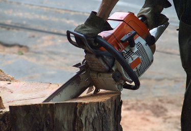 How to Straighten a Chainsaw Bar