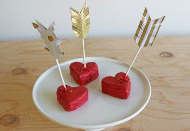 DIY Cupid's Arrow Cake Pops