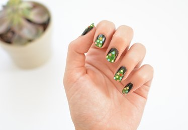 DIY Christmas Tree Nail Art