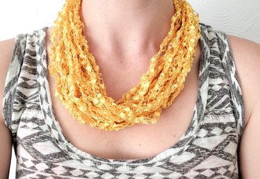 How to Make a Crocheted Necklace With Ladder Yarn