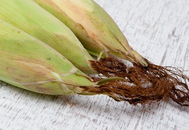 How to Remove Hair From Corn