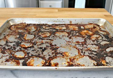 How to Naturally Clean Burned Food Off Baking Pans