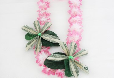 How to Make a Graduation Money Lei