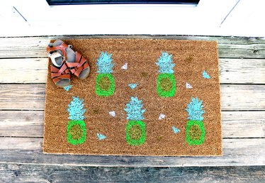 DIY Pineapple Doormat