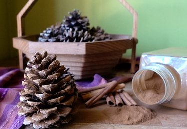 How to Make Cinnamon-Scented Pinecones (Two Easy Tutorials)