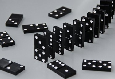 How to Use Dominoes As a Party Theme