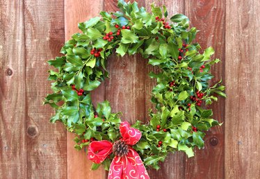 How to Make a Holly Wreath