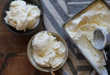 How to Make Vanilla Ice Cream With Only 3 Ingredients