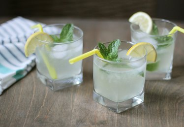 How to Make Homemade Sparkling Lemonade