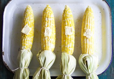 How to Bake Delicious and Moist Corn on the Cob in the Oven