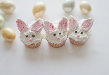 Sweet Idea on How to Decorate a Cute Bunny Cupcake