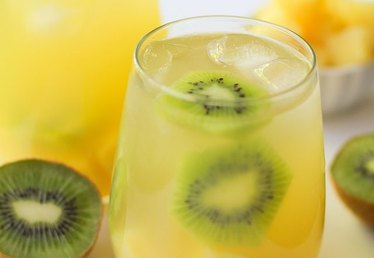 How to Make White Sangria