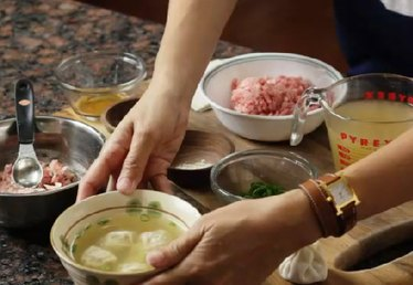 How to Make Homemade Wonton Chinese Soup