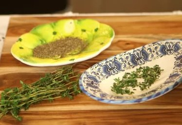 How to Convert Thyme Leaves to Ground Thyme
